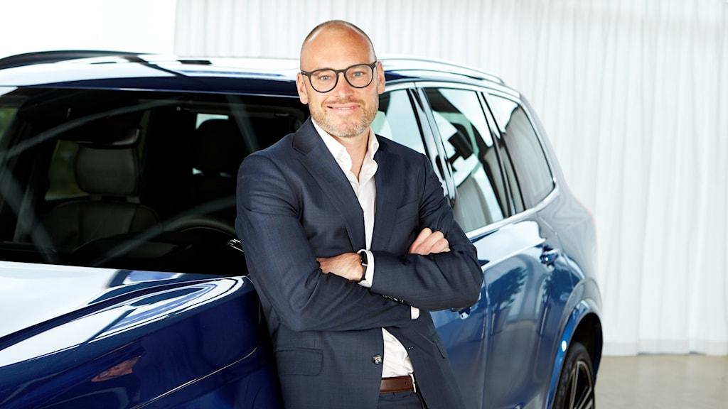 Björn Annwall, Europachef på Volvo, framför en av företagets bilar