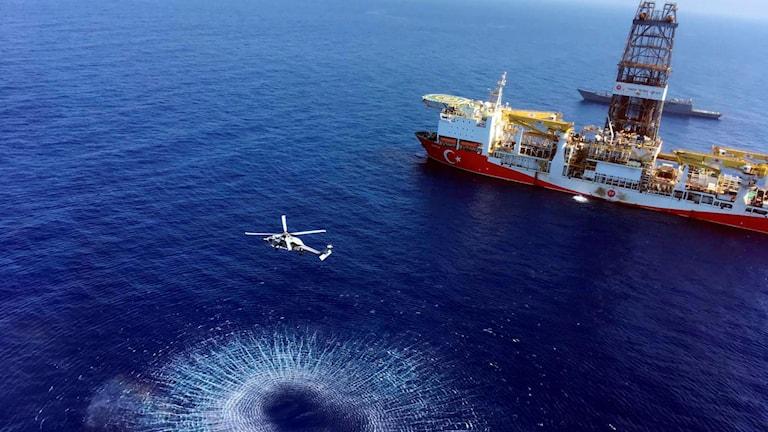 Borrfartyg på väg mot Cypern.