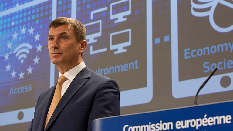 Andrus Ansip talar i Bryssel.