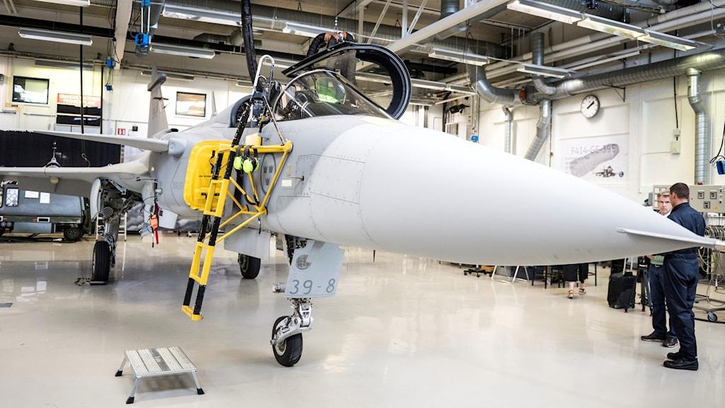 Saab visar upp sin nya modell 39-8 Jas Gripen E i hangaren i Linköping.