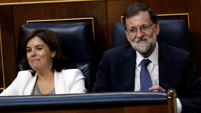 Spaniens vice premiärminister Soraya Sáenz de Santamaria och Mariano Rajoy.