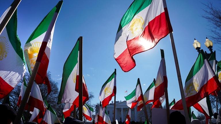 Iranska flaggor framför Vita huset