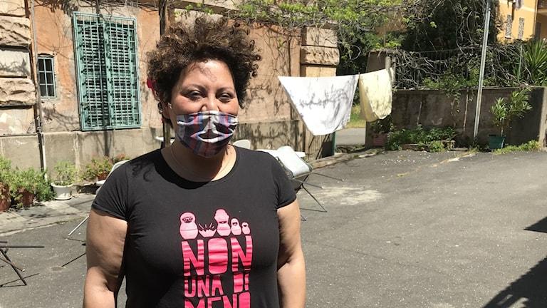 Simona Merata på italienska kvinnojouren med det spanska namnet Lucha y siesta i Rom.