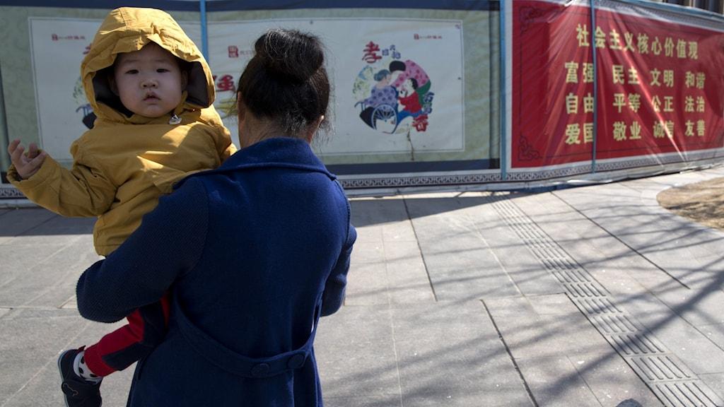 Ettbarnspolitiken från 1979 ledde till en könsmässig obalans i Kina.