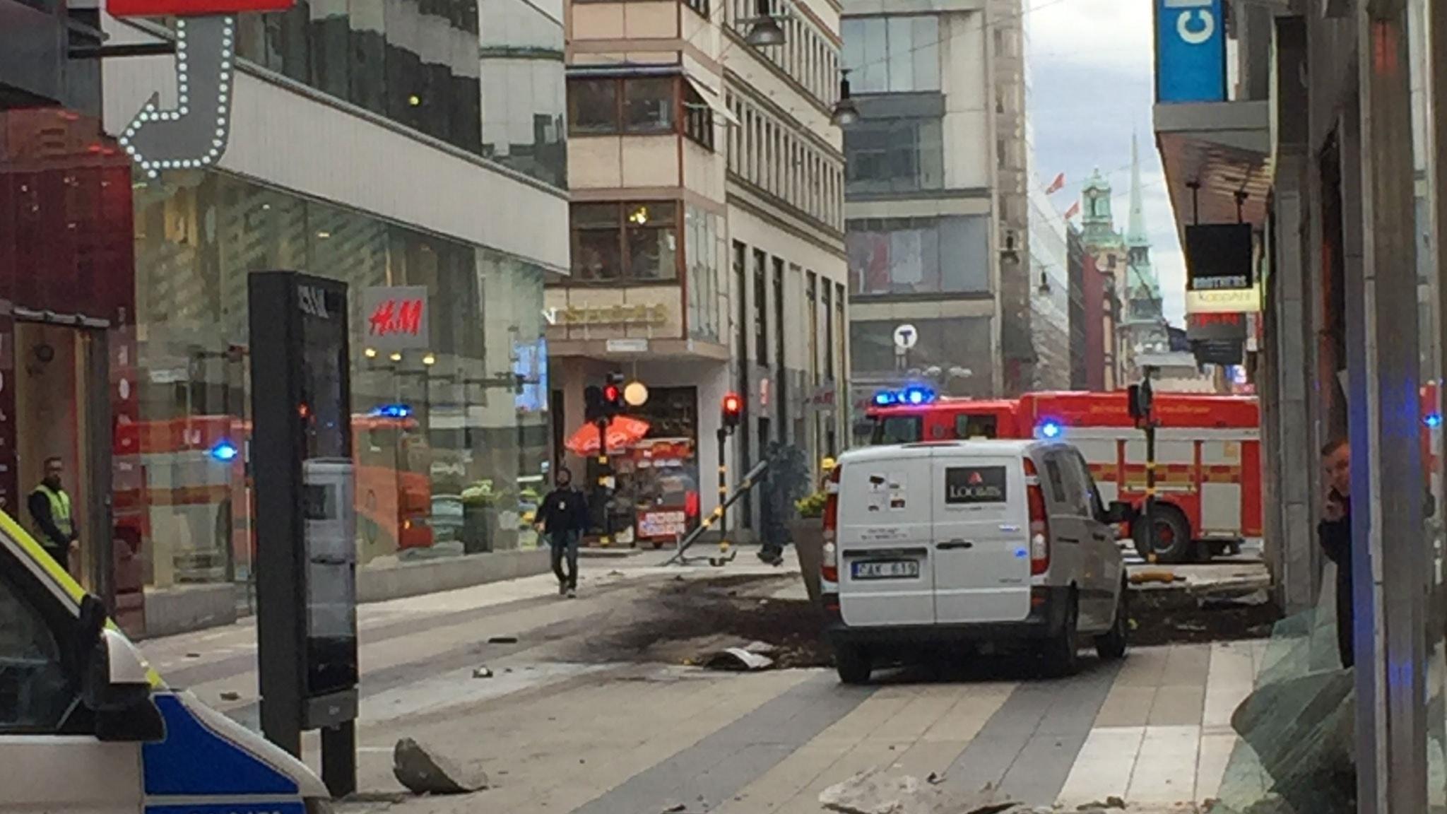 Lastbil Har Kort In I Ahlens City I Stockholm P4 Halland