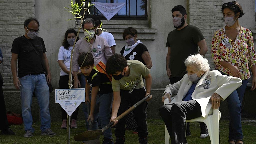 Minnesceremonier i Argentina 45 år efter militärkuppen.