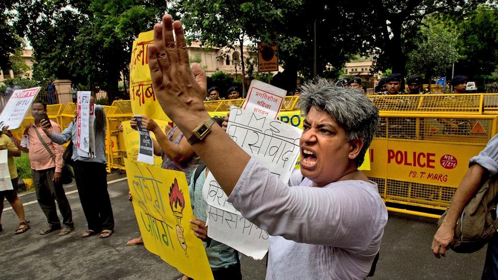 Protester mot gripandet i New Delhi.