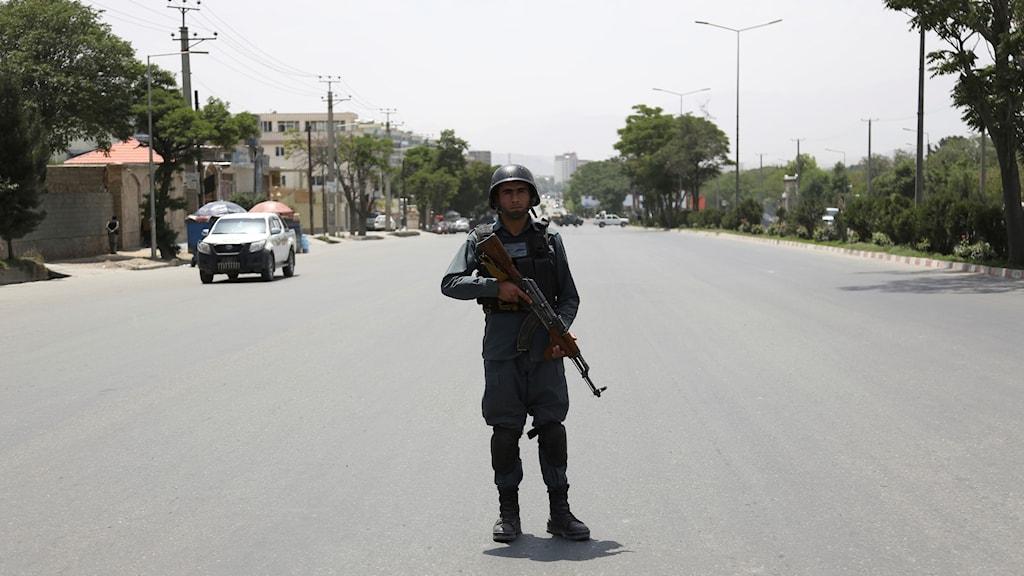 Afghansk säkerhetspersonal vid en tidigare attack i Kabul. Arkivbild.
