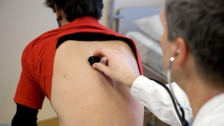 Läkarundersökning stetoskop andning