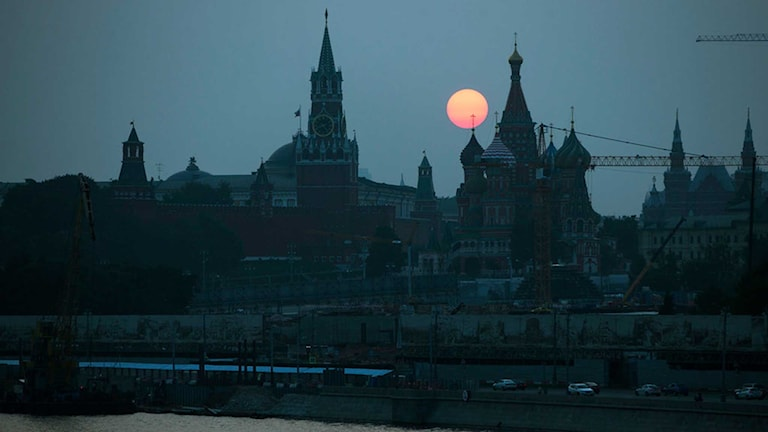 Arkivbild från Moskvas siluett i solnedgången.