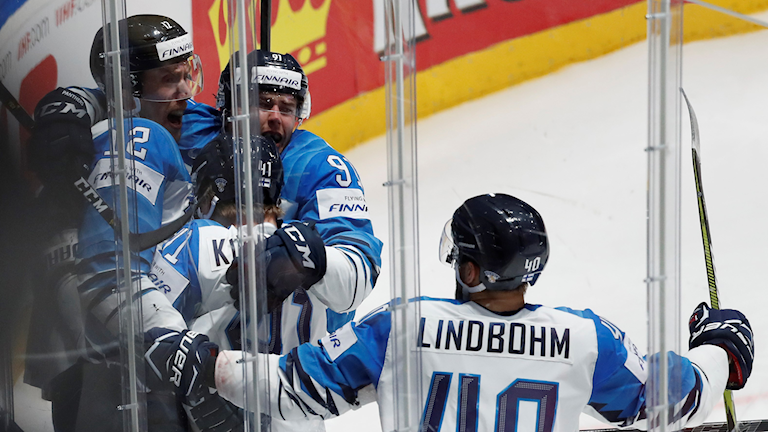 Finland firar efter 1-0 mot Ryssland.