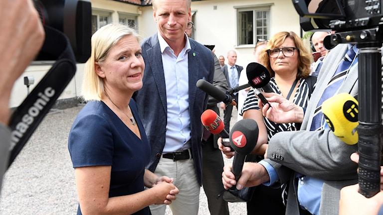 Finansminister Magdalena Andersson (S) och Per Bolund, biträdande finansminister (MP) fotograferad på Harpsund. Foto: Henrik Montgomery / TT
