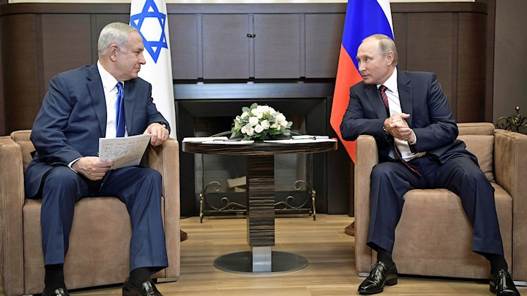 Rysslands president Vladimir Putin tog emot Israels premiärminister Benjamin Netanyahu i ryska Sotji.
