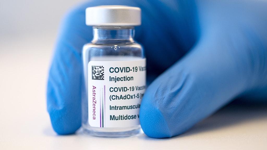 En behållare med astra zenecas coronavaccin.