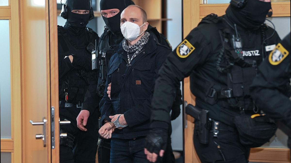 Den 28-årige man som sköt ihjäl två människor i ett försök att ta sig in i en synagoga i tyska Halle ifjol.