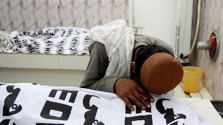 pakistan, bomdåd, sörjande