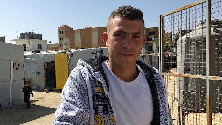 Bild på Ehab från Homs bor i Bekaadalen i Libanon. Han säger att hans liv är deprimerande då han inte får jobb och skulle återvända om han fick chansen.