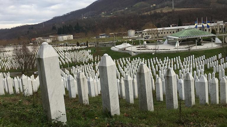 Vad som hände i Srebrenica 1995 beskrivs på olika sätt i olika delar av landet.