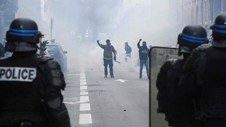 Franska poliser under demonstrationer