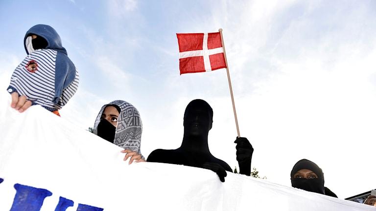 Demonstrationer mot maskeringsförbudet i Danmark.