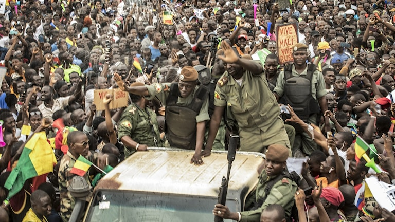 Efter militärkuppen – ny tillfällig president