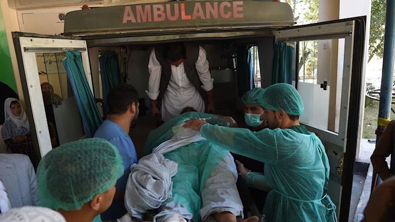 En skadad afghan efter dagens attack i Kabul.