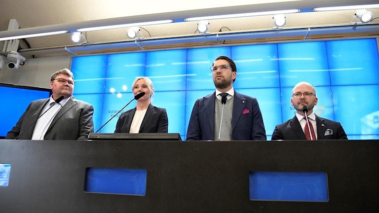 Sverigedemokraternas Peter Lundgren, Jessica Stegrud, partiledare Jimmie Åkesson och Charlie Weimers håller pressträff i riksdagens presscenter.