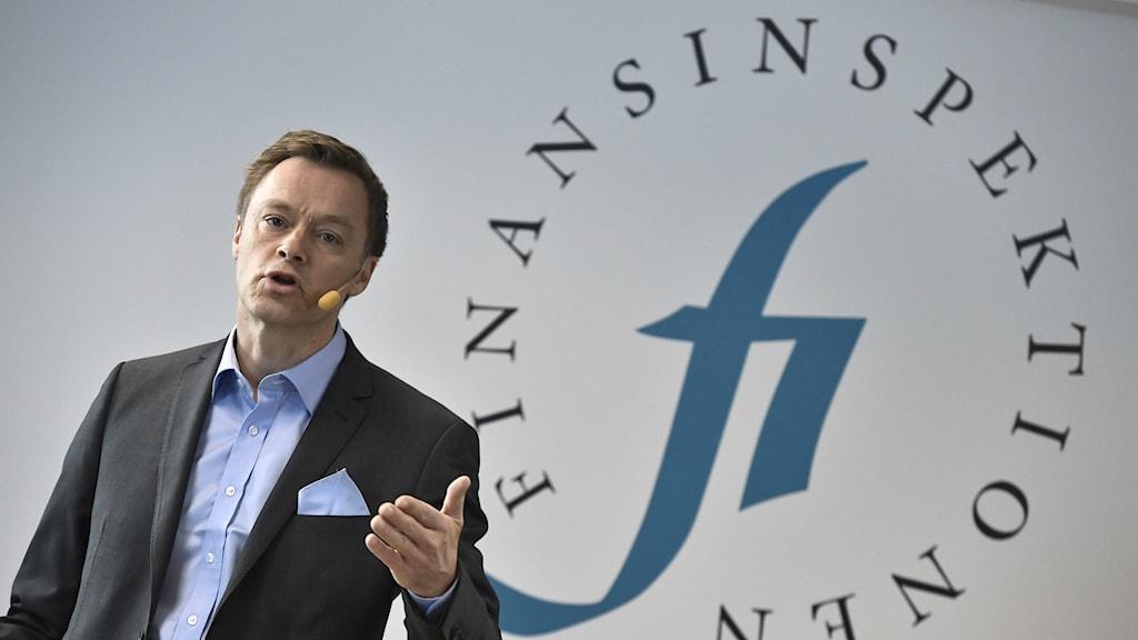 Finansinspektionens chefsekonom Henrik Braconier presenterar en analys om amorteringskravets effekter under en pressträff på Finansinspektionen i Stockholm.