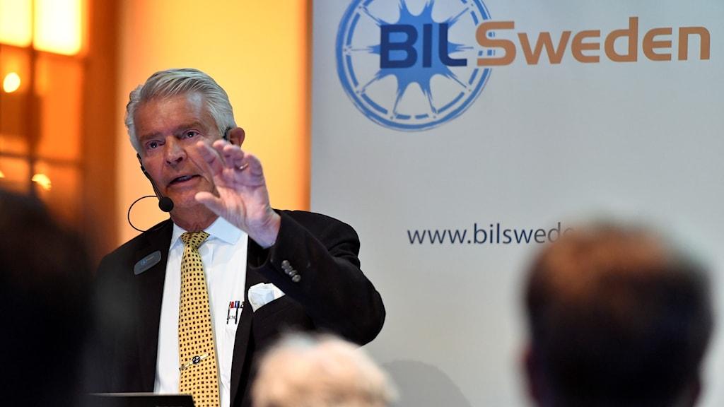 Bertil Moldén vd för Bil Sweden presenterar statistik om bilförsäljningen under 2016.