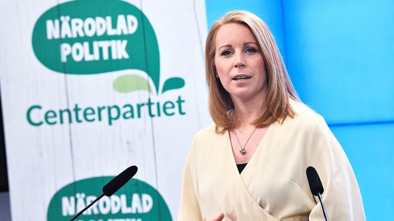 Centerpartiets partiledare Annie Lööf (C) presenterar partiets budgetsförslag under en pressträff i riksdagens presscenter i Stockholm.