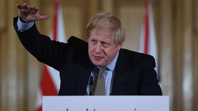 Brittiske premiärministern Boris Johnson på kvällens presskonferens.