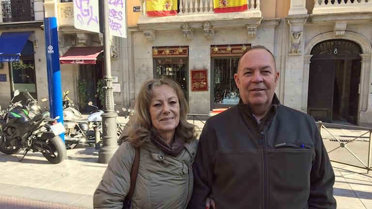 Jose-Luis Molina Fuentes och Paloma Garcia Fuentes hängde upp sin flagga när Katalonien utropade sig självständigt i höstas.