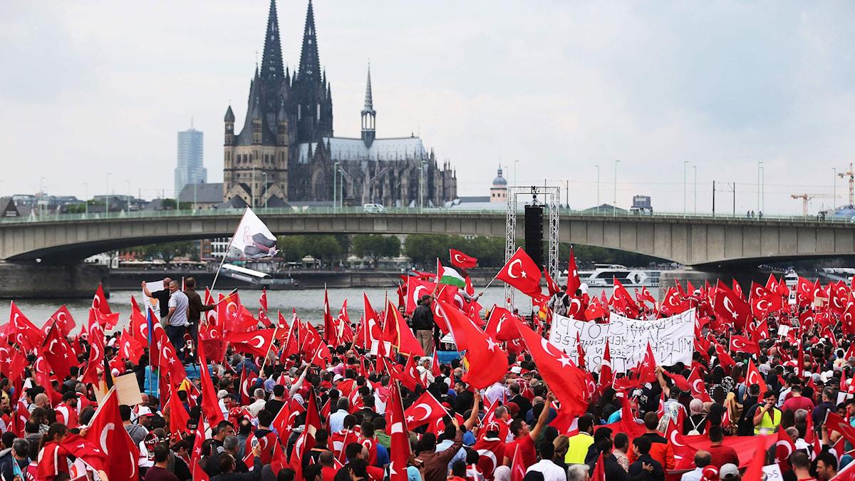 Runt 30.000 turkar demonstrerade i slutet av juli i tyska staden Köln för Erdogans politik