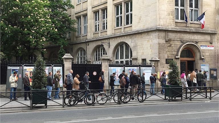 Kö till vallokalen i Chatelet i centrala Paris.