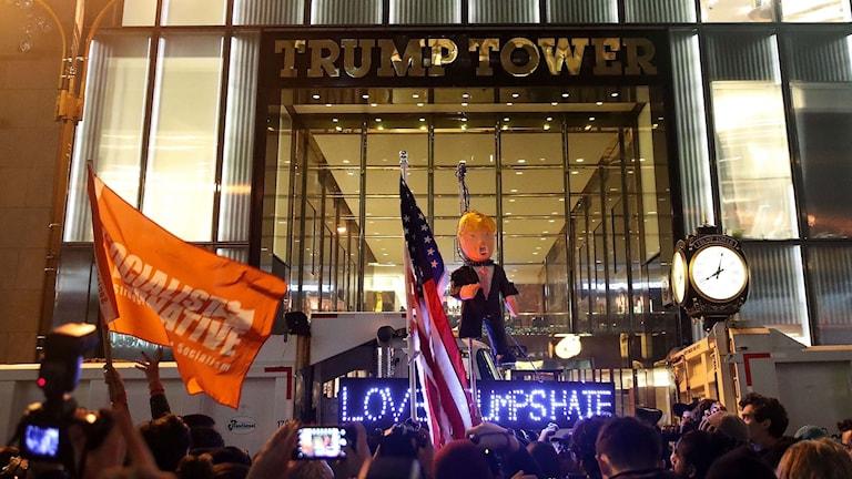 Demonstration utanför Trump Tower.