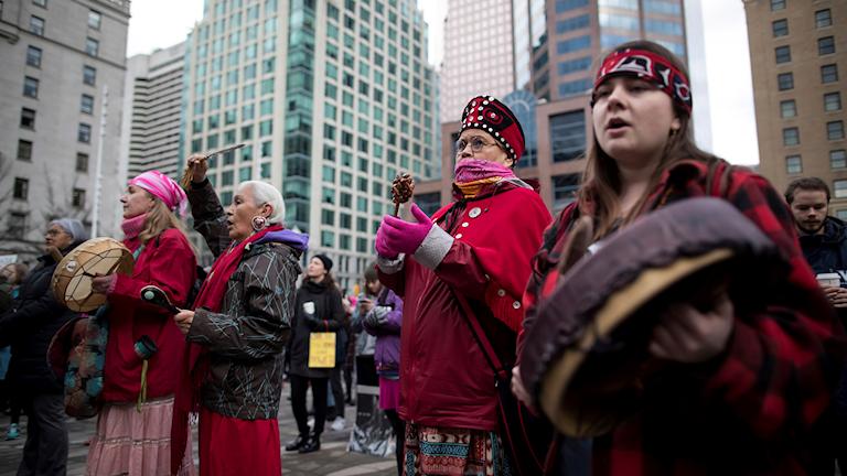 Arkivbild. Kvinnor från Kanadas ursprungsbefolkning går med i kvinnors mars januari 2019.