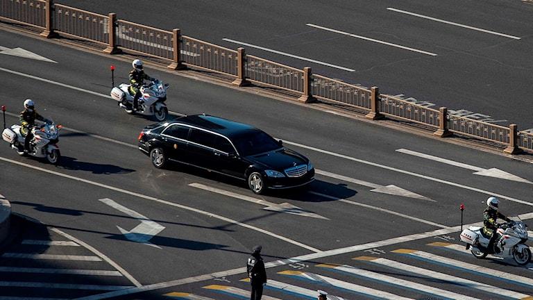 Kim Jong Un anländer i Peking