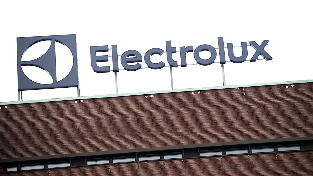 Electroluxskylt på byggnad