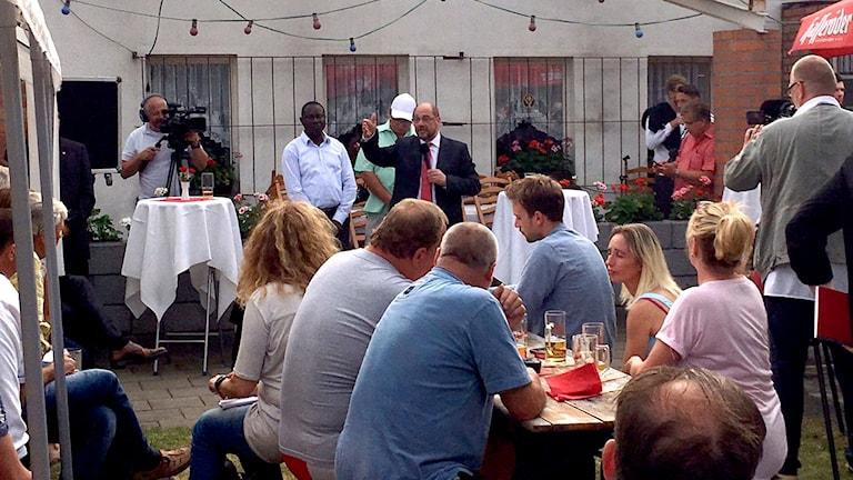 I en koloniträdgårdsförening i Landsberg bedyrar Schulz att han inte gett upp.