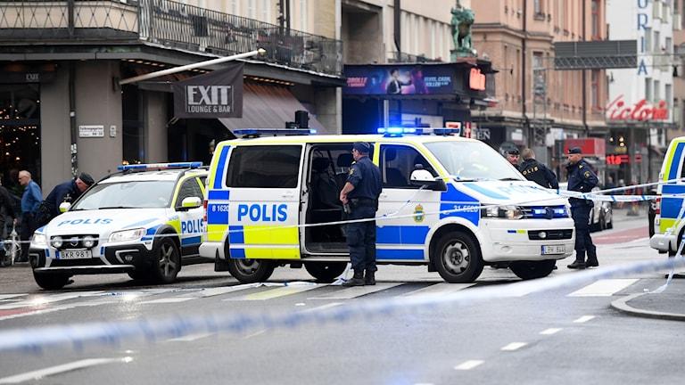 En polis har blivit skadad vid Medborgarplatsen i Stockholm. En person har gripits.
