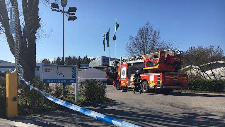 Ett femtiotal brandmän arbetade med att släcka branden.