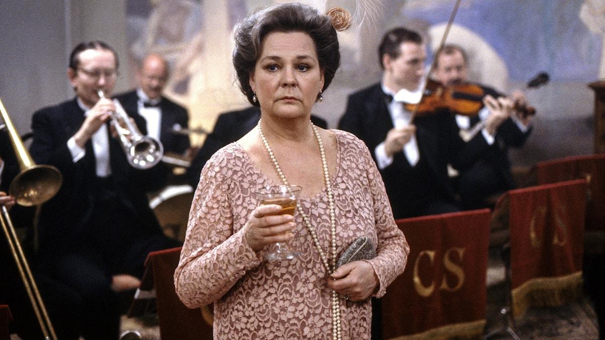 Mona Malm i rollen som Ingeborg Balzar i Chefen fru Ingeborg