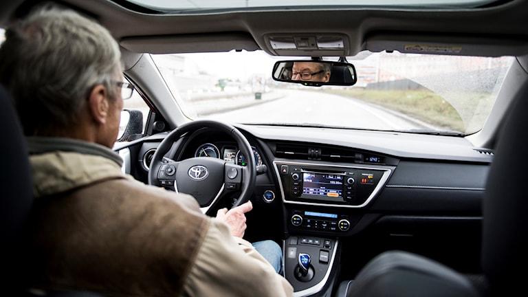Bilförare, äldre bilförare. Foto: Pontus Lundahl/TT.