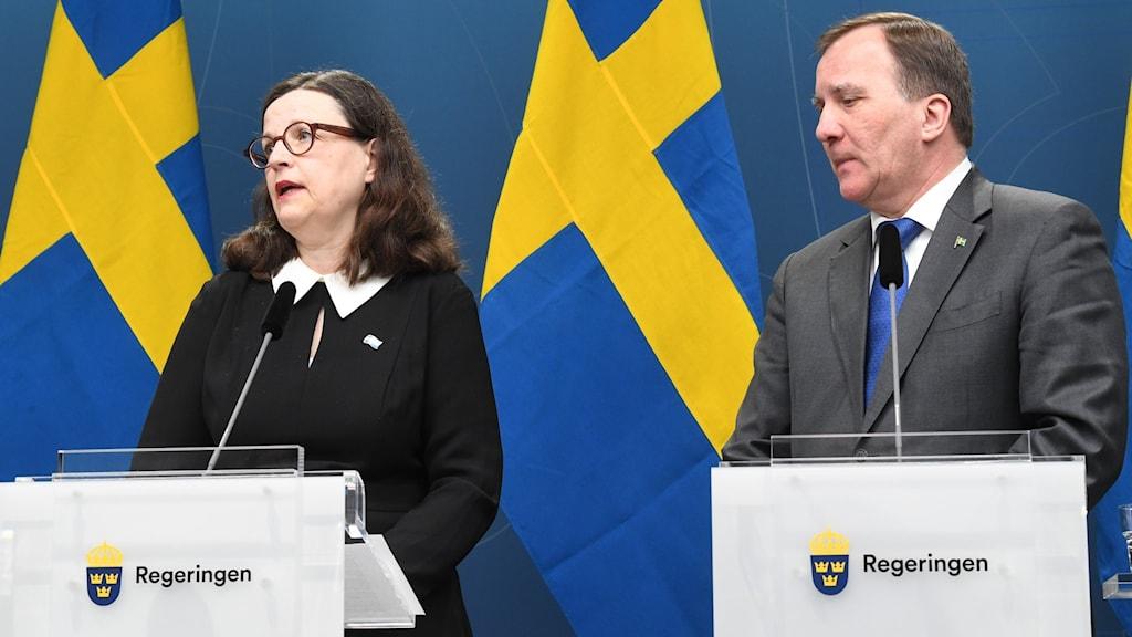 Anna Ekström, utbildningsminister (S) , och statsminister Stefan Löfven (S) under pressträff i Rosenbad i Stockholm.