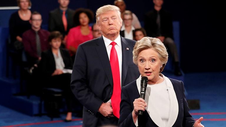 Donald Trump och Hillary Clinton i den andra debatten dem emellan inför presidentvalet 2016.