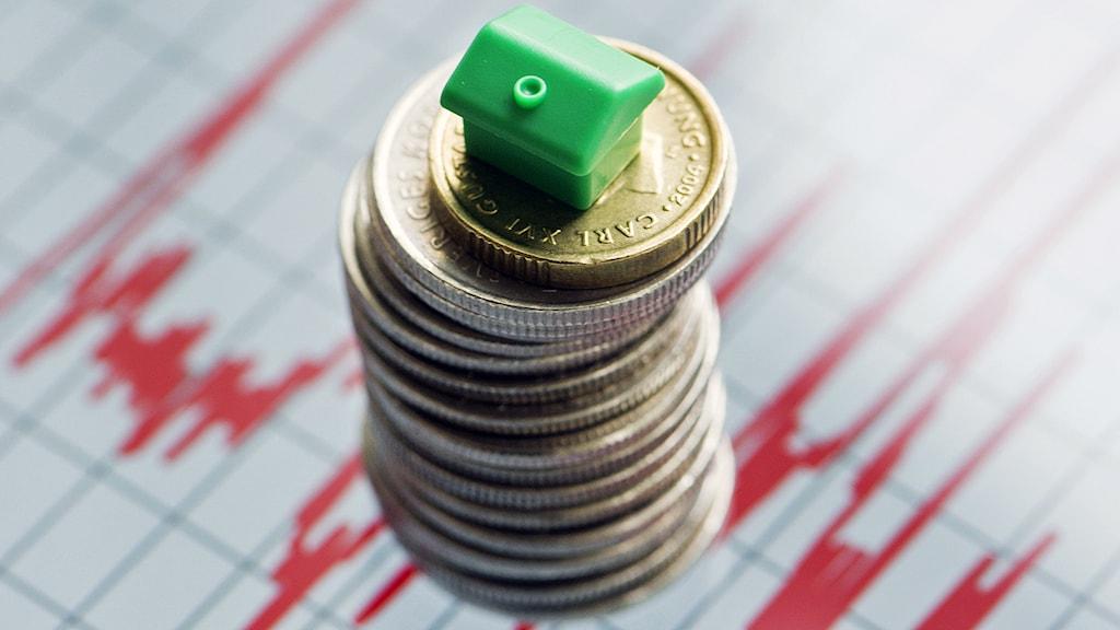 Obalanser på den svenska bostadsmarknaden skapar osäkerhet kring den inhemska ekonomin. Foto: Fredrik Sandberg / TT.