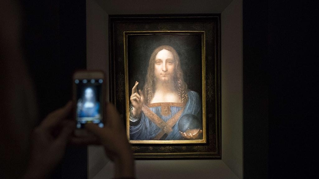 """""""Salvator mundi"""", den sista privatägda målningen av Leonardo da Vinci, har sålts på auktion."""