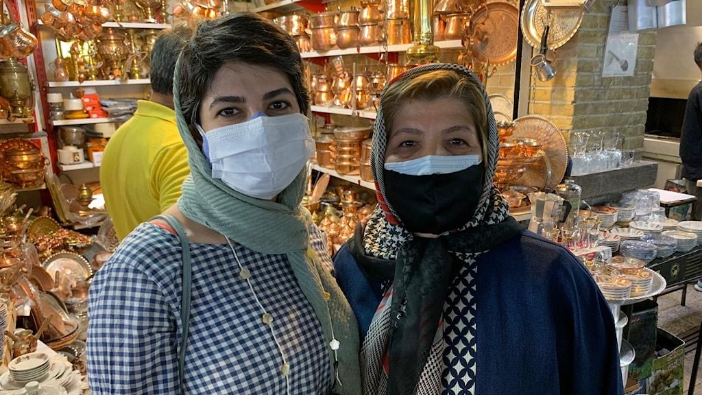 Dotter som ska rösta och manna som bojkottar valet i Iran