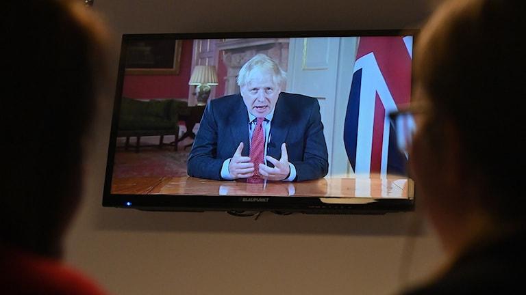 Boris Johnson coronavädjar till britterna i tv-sänt tal