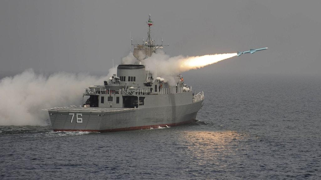 Missil avfyras från fartyg